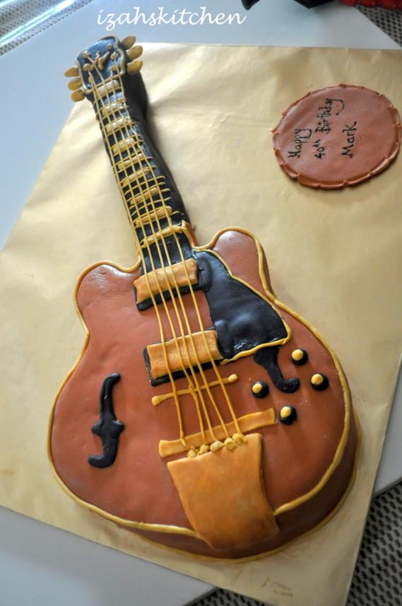 izah 39 s kitchen guitar shape cake. Black Bedroom Furniture Sets. Home Design Ideas