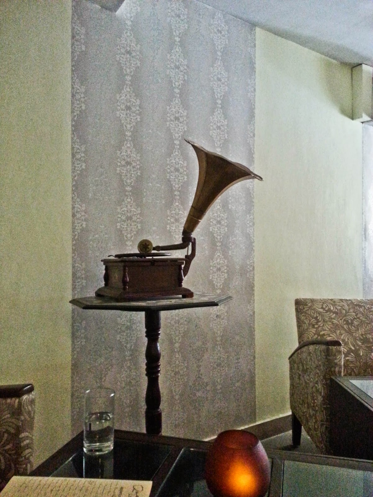 Gramophone at Quesa Lounge, Noida