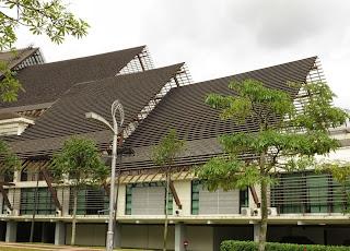 Foto 6: Bangunan Dato' Muhamad Ibrahim Munsyi - dari dekat.