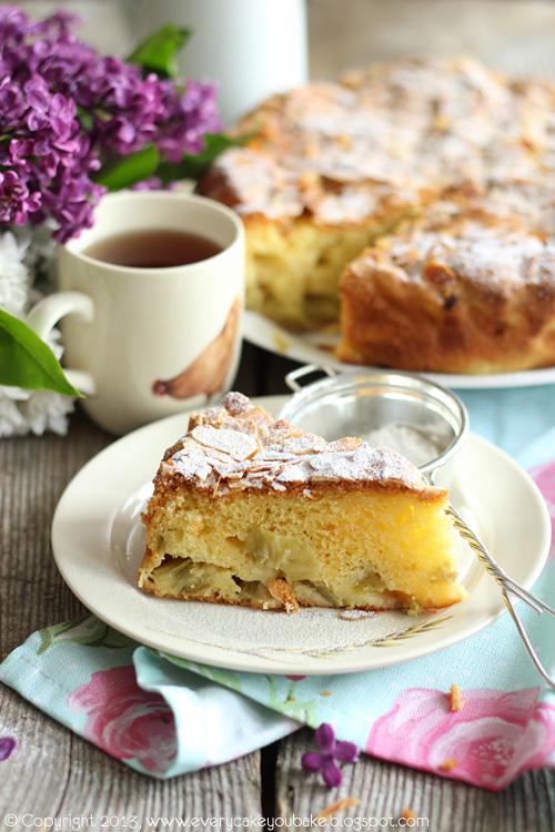 maślane ciasto z rabarbarem i płatkami migdałowymi