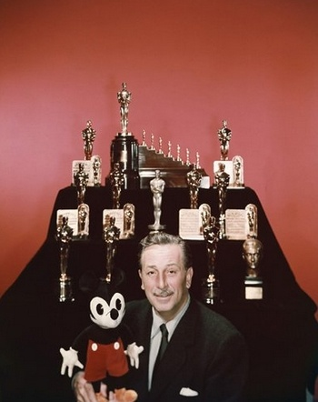 Walt Disney with his Oscars animatedfilmreviews.filiminspector.com