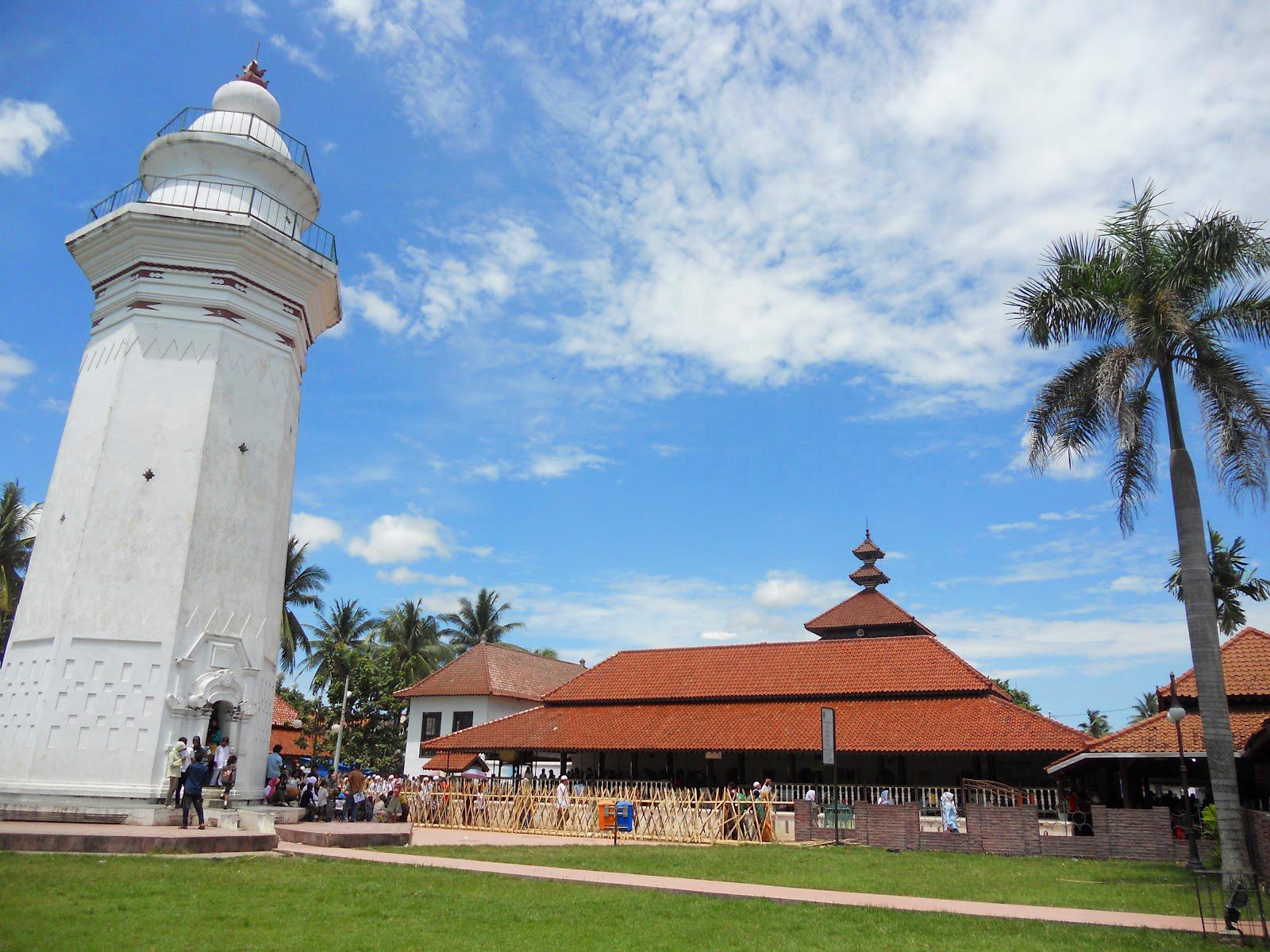 Hasil gambar untuk masjid agung Banten