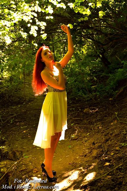 22.07.16 Sukienka z ogonem białym gorsetowa w złotą panterkę, złoty łańcuch, szpilki, Wąwóz Kazimierz Dolny