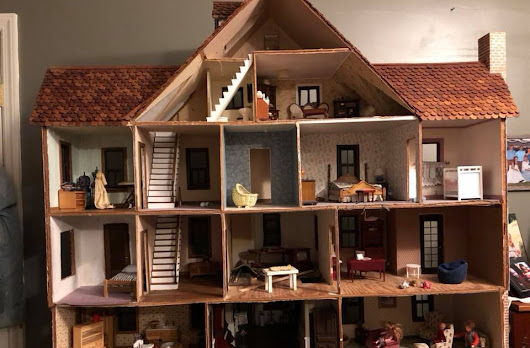 My mothers doll house