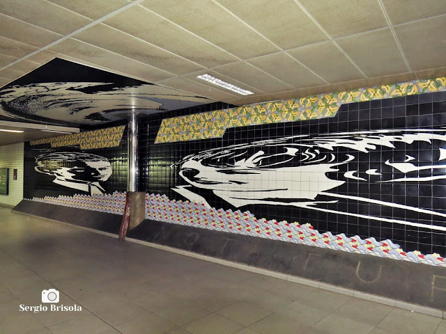 Vista do Painel Momento antropofágico com Oswald de Andrade - Metrô República -  São Paulo