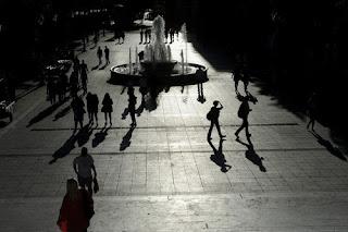 Eurostat: 1 στους 3 Έλληνες αντιμετωπίζει υλικές και κοινωνικές στερήσεις