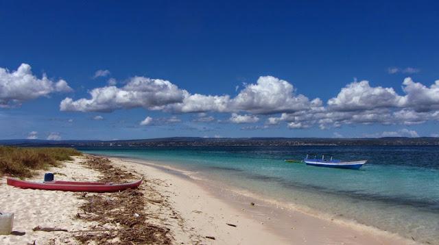 Pulau Kera ini masuk dalam wilayah Taman Wisata Alam Laut Pulau Kera Bagaikan Surganya Wisata