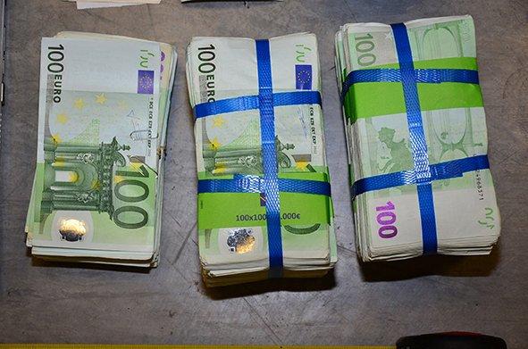 Έδωσε 8.000 ευρώ για να γλιτώσει από την εφορία και τα… κλαίει