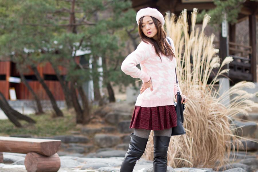 стиль, монохромный цвет, красный цвет, красномания, zoyaslookbook, south korea, seoul, сеул, корея, блоггре, красная куртка, женственный образ, ботфорты, высокие сапоги, рейтузы, стильно одеться, как одеться стильно