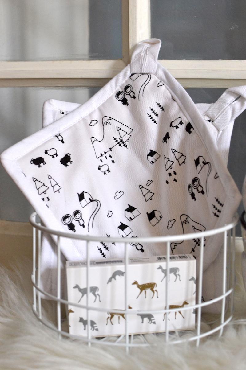 manique blanche imprimé noir et corbeille grillage blanche - Monoprix