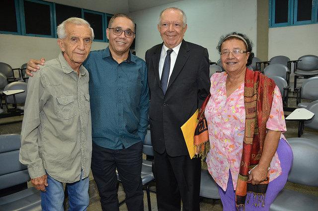 Prefeita interina de Alagoinhas prestigia escritor baiano Antônio Torres, nomeado Doutor Honoris Causa da Universidade Estadual de Feira de Santana