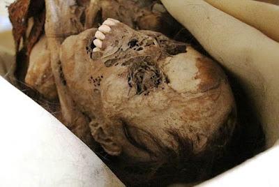 kadın mumya kalıntısı, fosil
