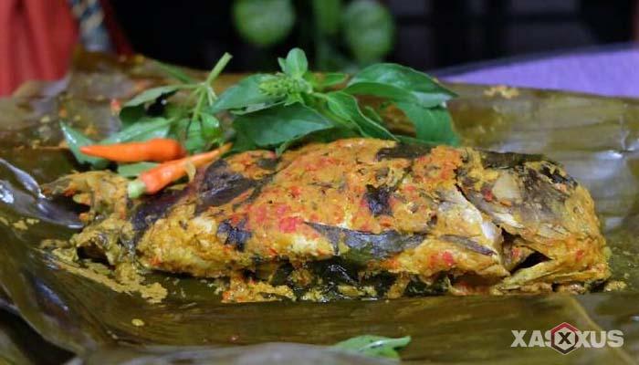 Resep cara membuat pepes ikan mas daun kemangi