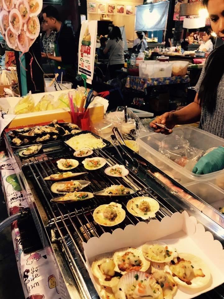 ขายอะไรดีตลาดนัด ขายหอยย่างชีส