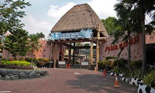 Pintu Gerbang Maharani Zoo dan Goa