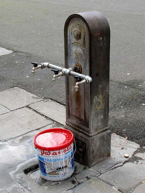 Livorno daily photo march 2013 for Decor 5 5 litre drink fountain