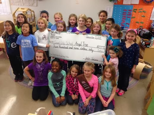 Giant City Girl Scouts Make Donation