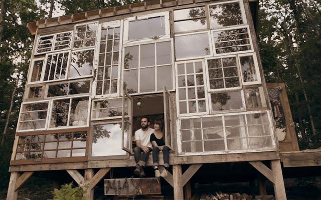 rumah-dinding-tingkap