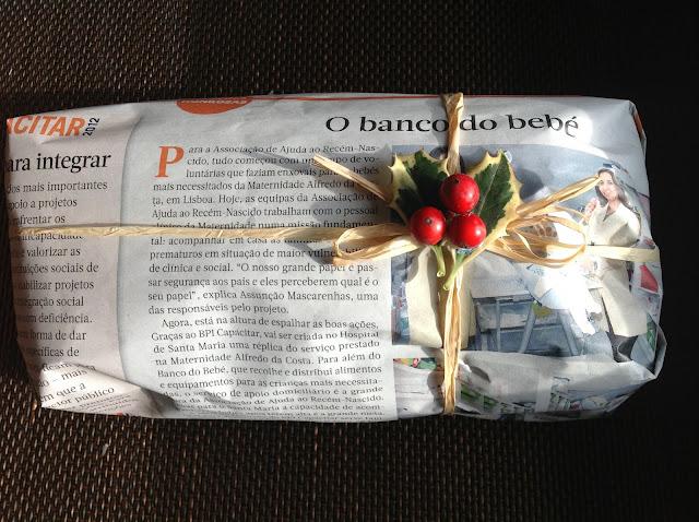 Resultado de imagem para embrulho papel jornal