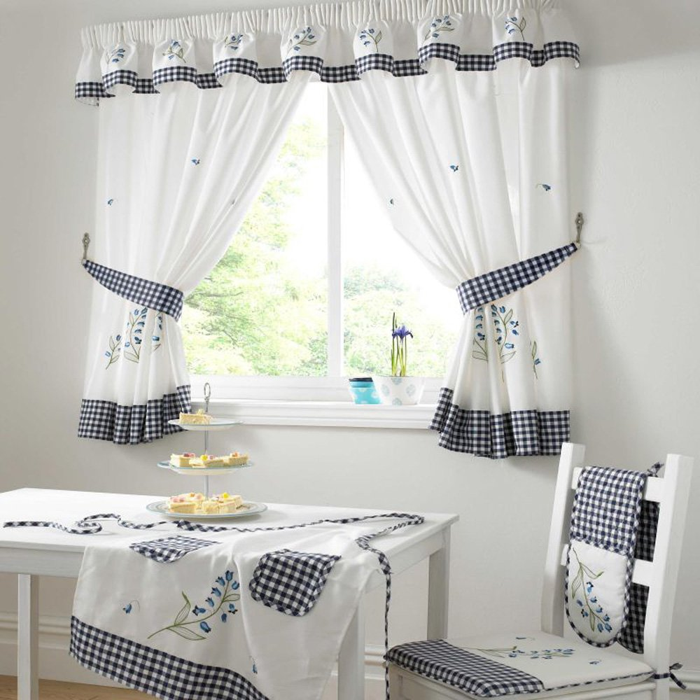 Simple Kitchen Curtains ! Home Decor