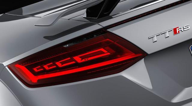 新型 アウディTT RS OLED