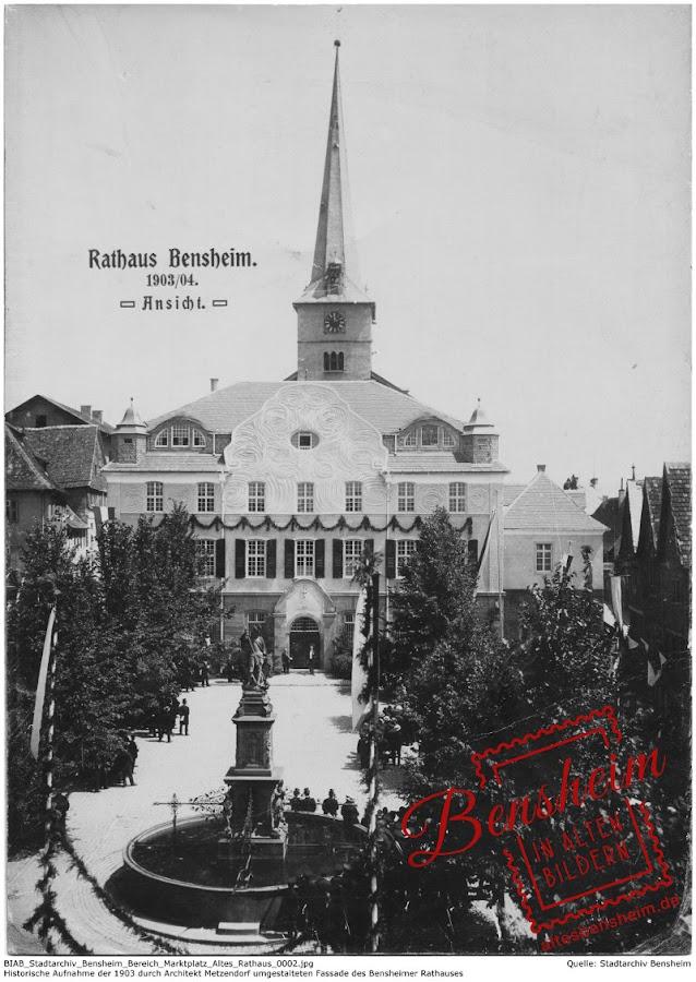 Bensheimer Marktplatz mit dem 1904 neu gestalteten Rathaus, Quelle: Stadtarchiv Bensheim