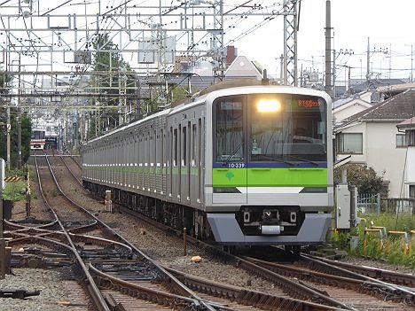 京王電鉄 区間急行 京王多摩センター行き5 都営10-300形R330F