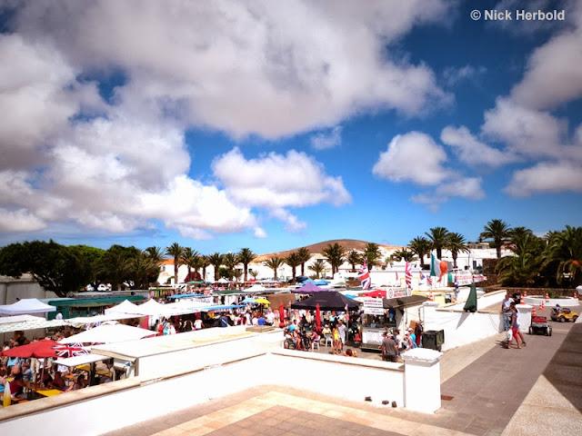 Markt in Teguise mit Kunsthandwerk kanarischer Musik und Folklore