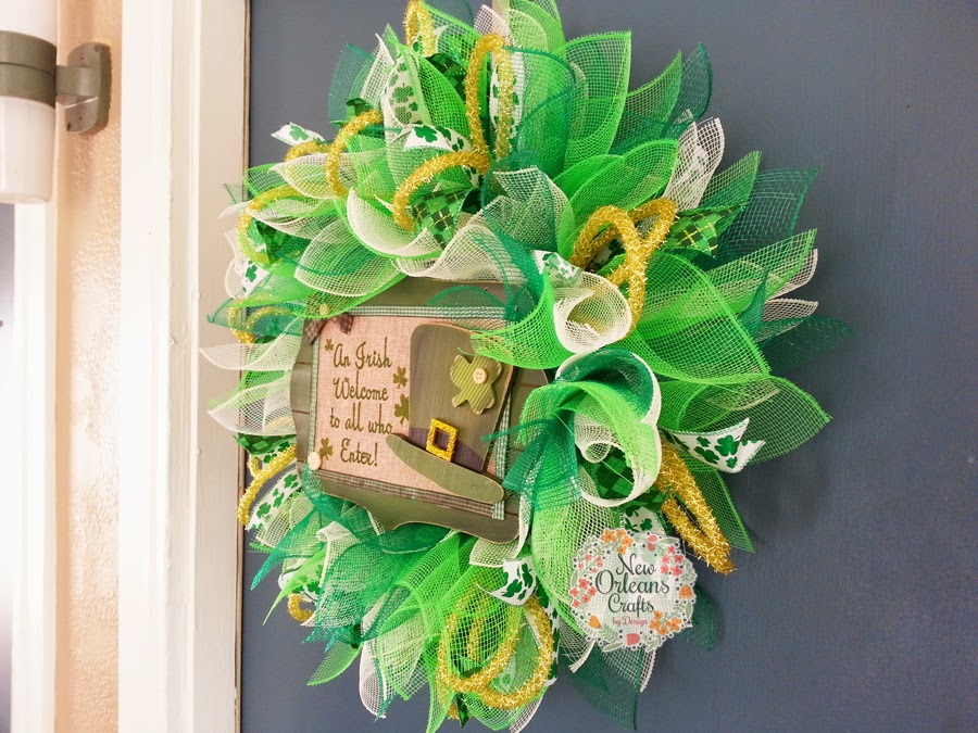 new orleans crafts by design st patrick 39 s day green and white deco mesh sunburst wreath. Black Bedroom Furniture Sets. Home Design Ideas