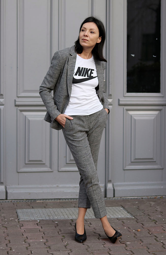 garnitury damskie ze spodniami 2018