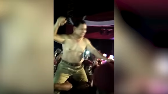 Video Prabowo Lepas Baju Usai Rakornas di Hambalang Lalu Diarak Kader Sambil Nyanyi
