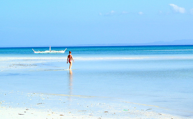 Xvlor.com Bantayan Island is a stretch of white sand surrounded by turquoise waters