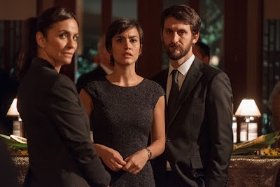 Tres de los enemigos del embajador, con Raúl Arévalo y Megan Montaner a la cabeza