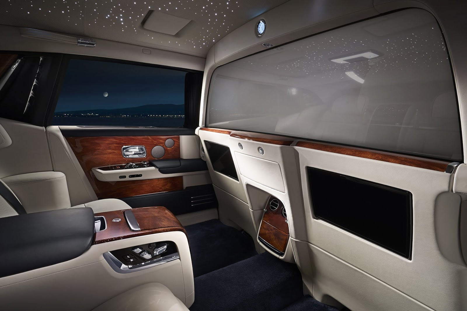 336ab6d091da7 Rolls-Royce has once again demonstrated the link between luxury and  technology with the integration of Electrochromatic Glass, allowing front  and rear ...
