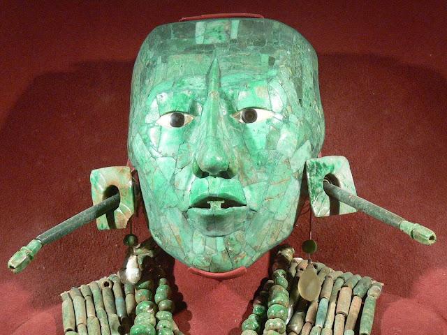 esculturas con jade de los maya