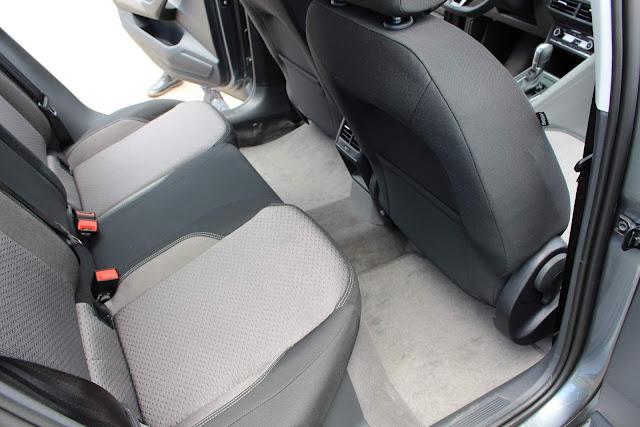 VW Virtus (Polo Sedan) TSI Automático - espaço traseiro