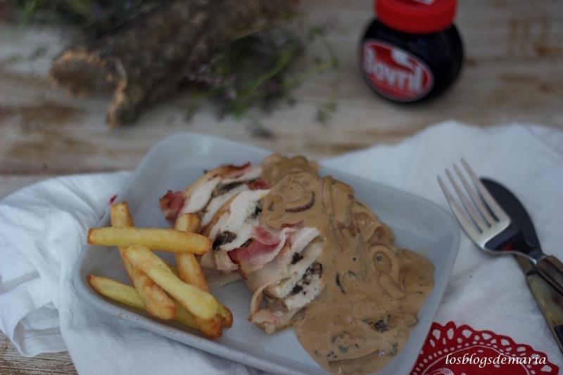 Pastel de pollo con salsa de champiñones