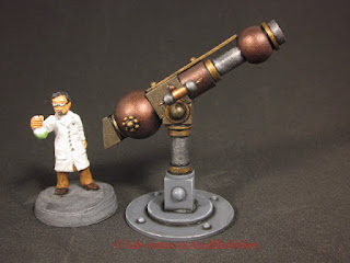 Mad scientist with his telescope - right side view - 25-28mm scale miniature.