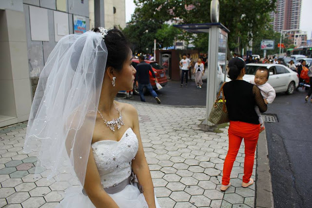 Look at This Bride Who Has to Wait for Her Groom by a Road Even After Their Supposed Wedding Schedule!