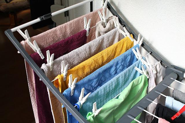 Trucs que sí que funcionen per estalviar a l'hora de rentar la roba