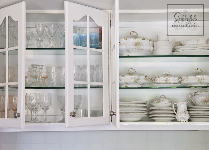 How To Arrange Dishes In Gl Kitchen Cabinets