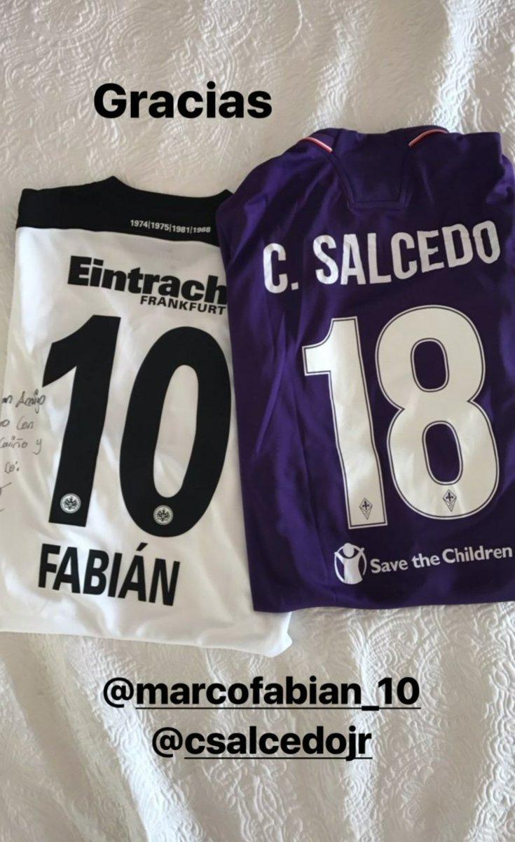 Los regalos de Marco Fabián y Carlos Salcedo.