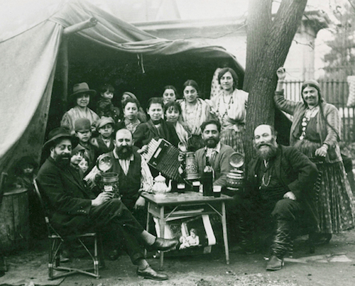 Photo of Roma family at Bondy by Henri Manuel, France c. 1910