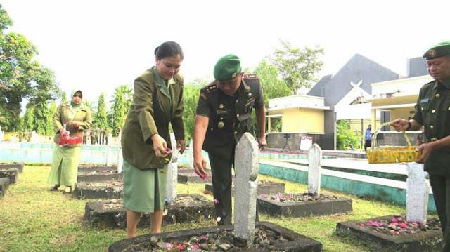 Peringati HUT Kodam Ke-61, Kodim 1423 Soppeng Ziarah Rombongan di TMP Salotungo