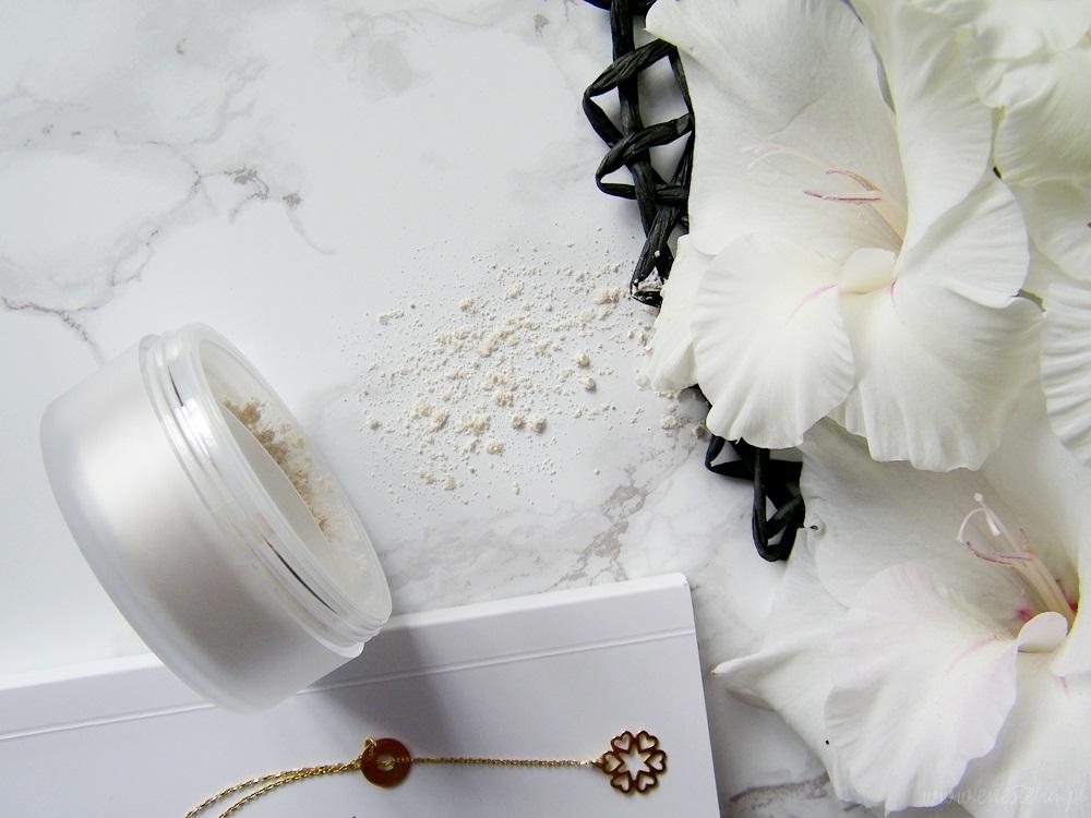 Lily Lolo, Jedwabny puder sypki Translucent Silk