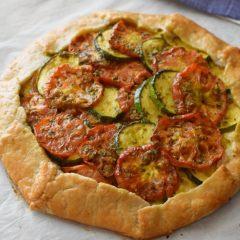 Receta: galette de tomates y calabacín