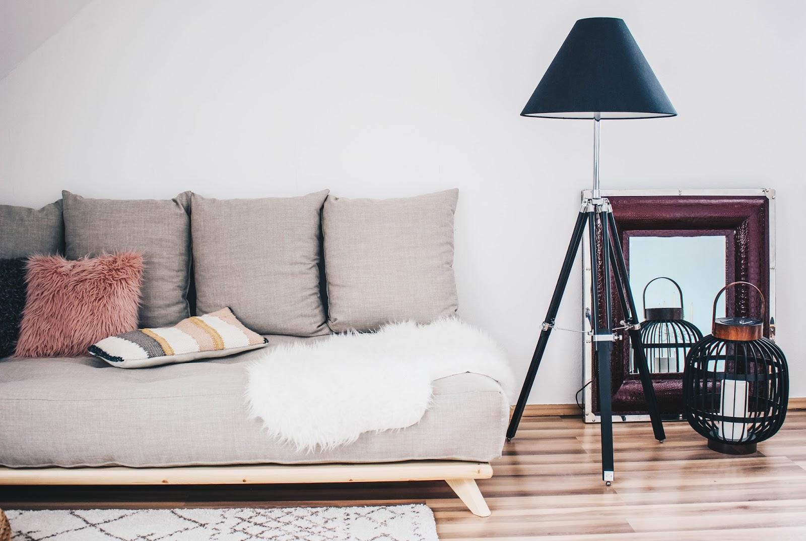 So Kann Bei Längeren Überstunden Das Sofa Auch Super Bequem Zu Einem  Gemütlichen Bett Umfunktioniert Werden Oder Bei Der Nächsten Office Party  Zu Dem ...