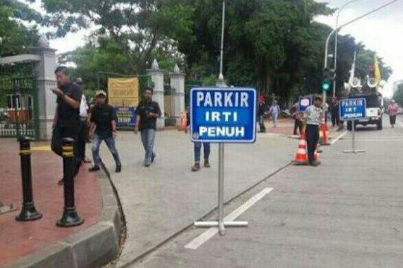 Gubernur Jakarta Bakal Cabut Subsidi Parkir Bagi PNS di Taman IRTI Monas
