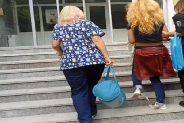 ФЕЙСБУК ГРЪМНА: Управляващите ни казват с оковите на Иванчева: Бъди послушен...