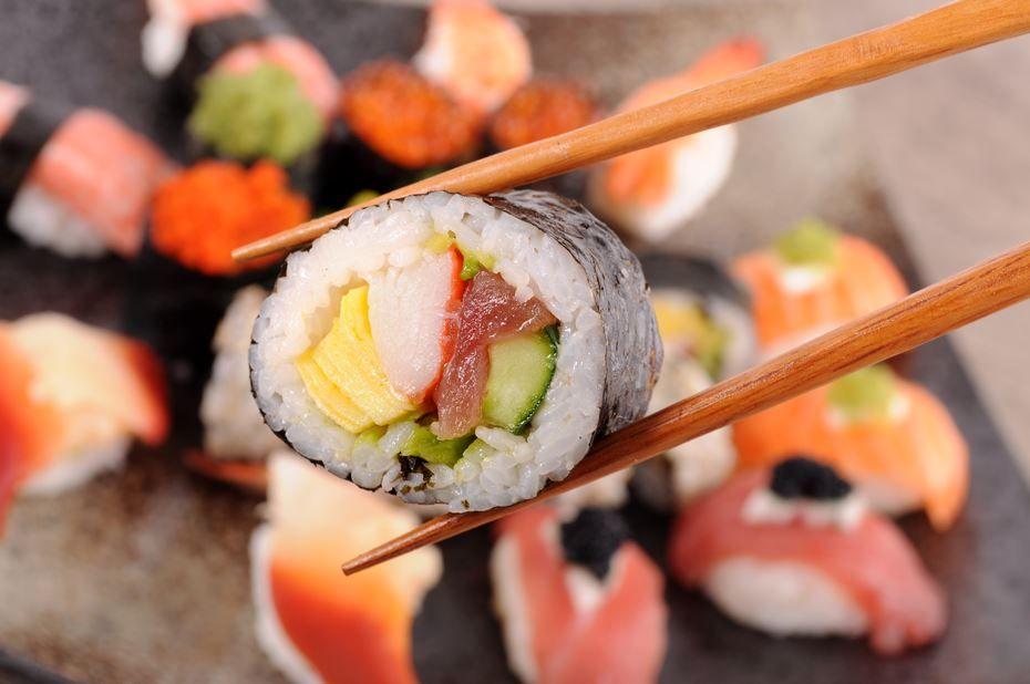 Cara Makan Sushi yang benar (mood.sapo.pt)